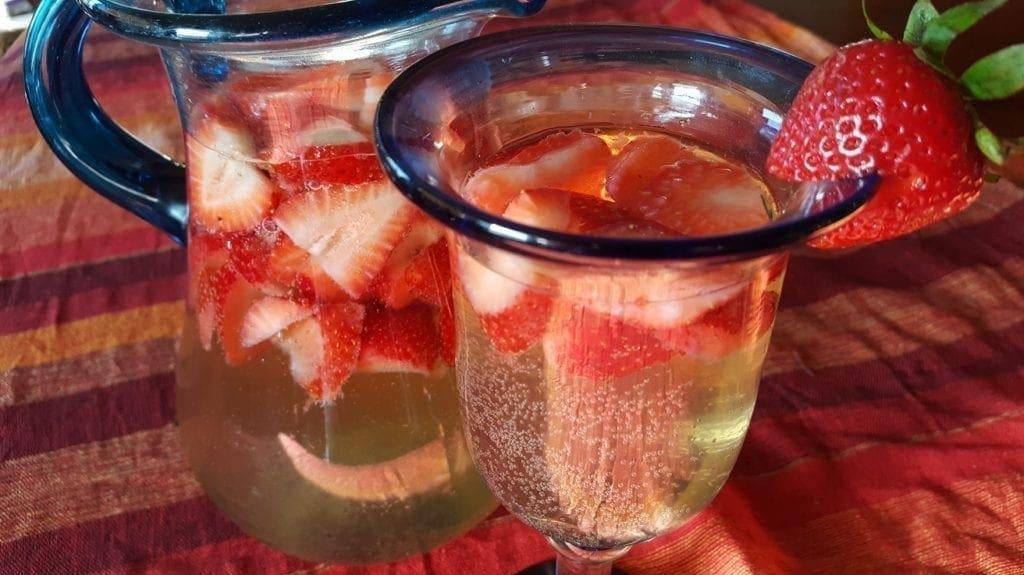 Erdbeer Bowle Recipe