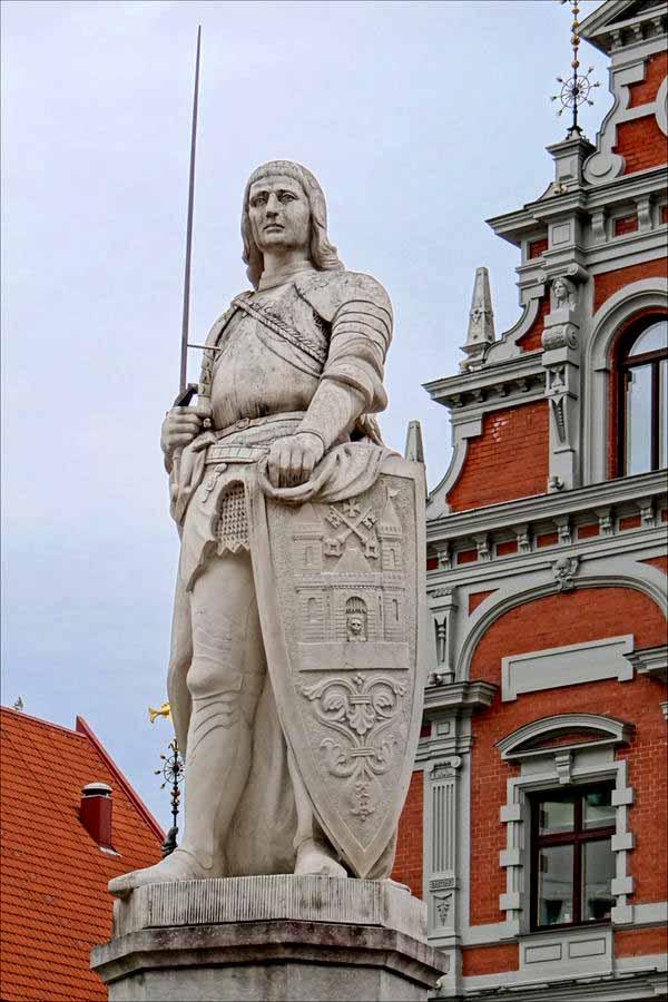 roland statues
